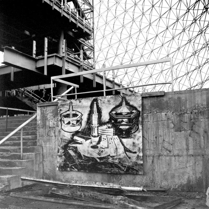 Premier modèle de la maison Dymaxion, 1927. Peinture acrylique sur toile installée dans la Biosphère pendant l'occupation du site en octobre 1989.